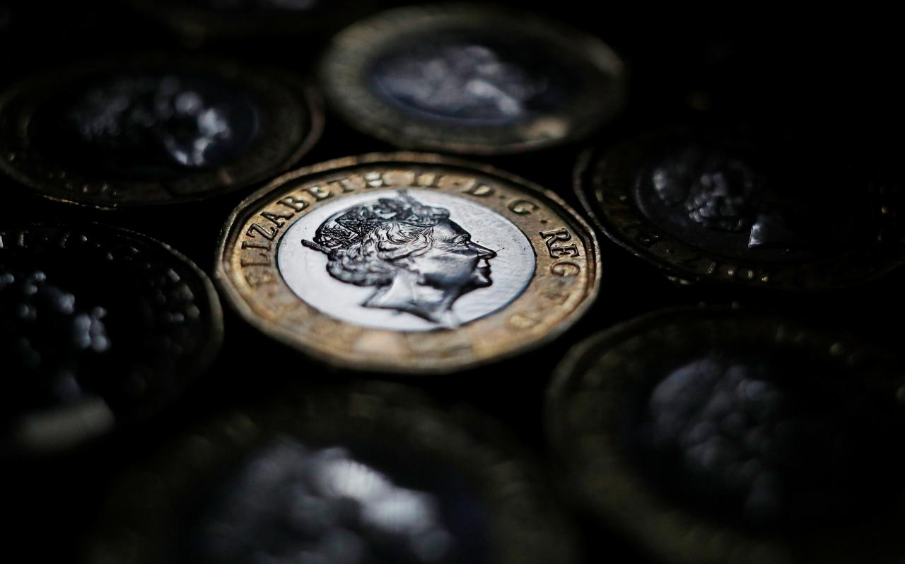Sterling Hits 8-Day High; Political Uncertainty In DE